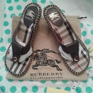 👡 Burberry Signature Nova Check Wedge Sandals 👡